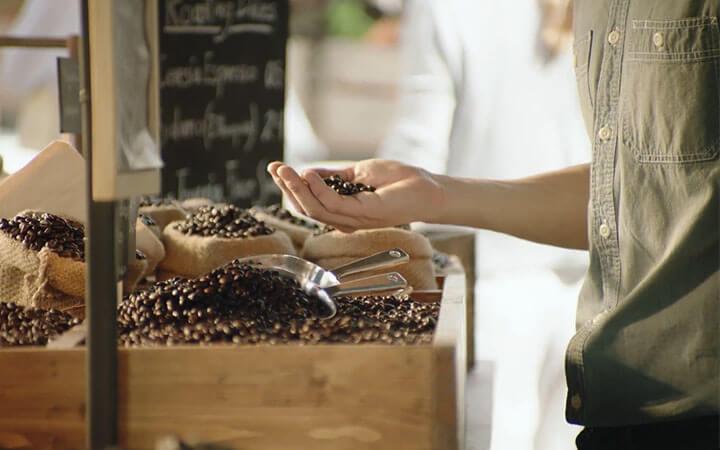 เทคนิคเลือกซื้อเมล็ดกาแฟคั่วแบบมือโปร