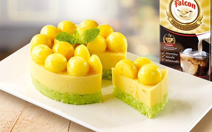sweeten glutinous rice with mango tago cake